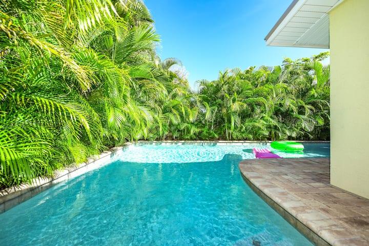 Coconut Cottage #4 - Summer vacation destination! 2 bedroom condo, private pool, so close to beach!