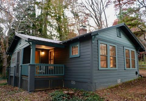 """""""The Lucky Penny House"""" - A cozy mountain getaway"""