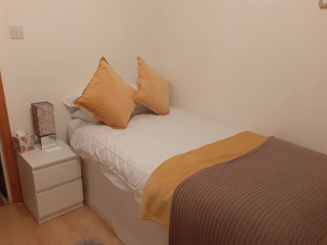 Newly decorated, comfortable, clean modern bedroom, tea/ coffee making facilities, fresh fruit, water, and biscuits supplied, lots of information leaflets to help you find your way around Oban and the Islands.