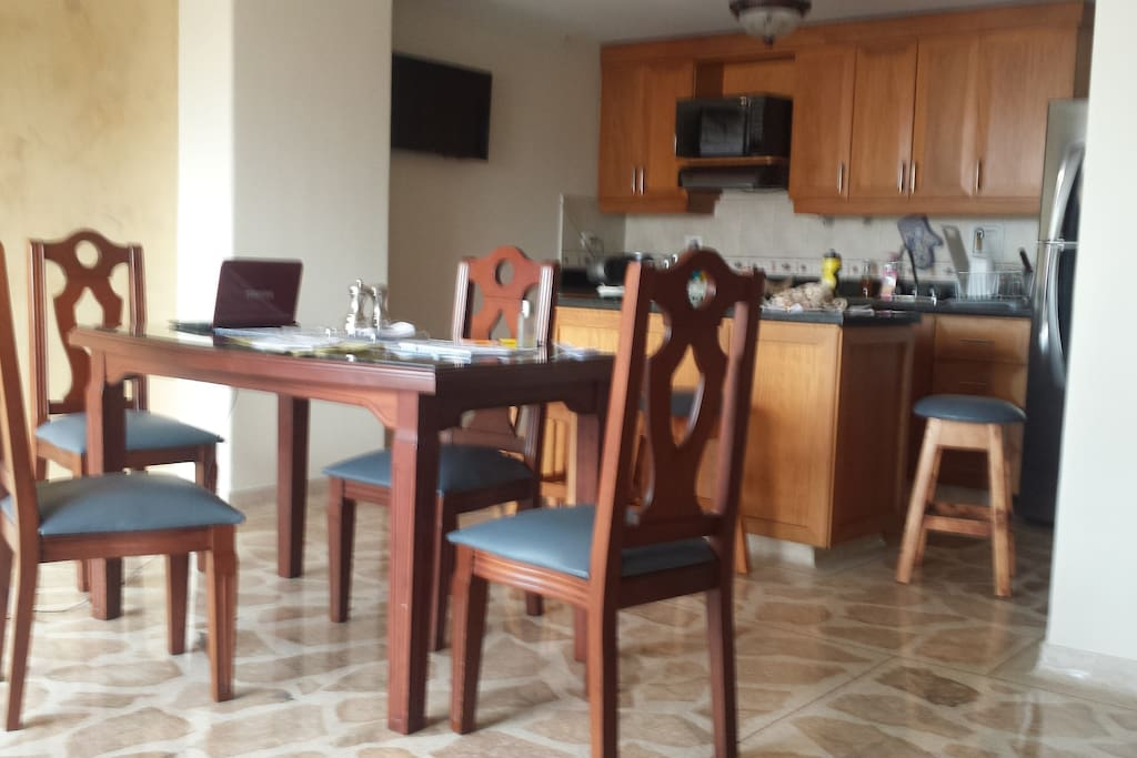 cocina y comedor/ Kitchen and dining room