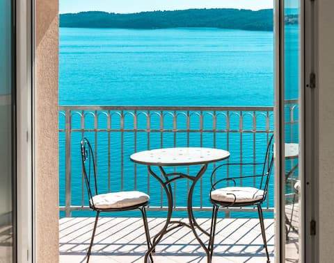 Small Room. AMAZING VIEW! For 2! 2.5km > TROGIR!