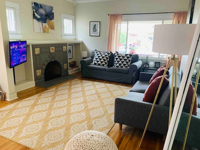 RiNo/City Park Bungalow with a Gym