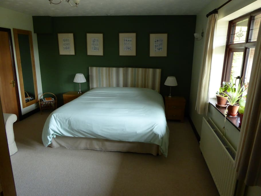 Ground Floor room with 6ft double bed, en-suite  shower room