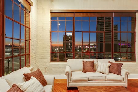 Spacious Downtown Condo w/Magnificent Views