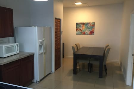 Affordable 1 Bed / 1 Bath ~King Bed - North Miami