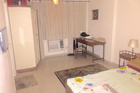 Neat cozy room with all Amenities. - Jaipur