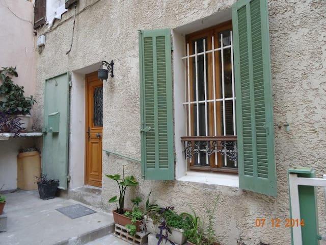 Appartement au coeur de Bandol ..tout à pied