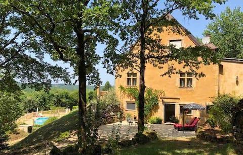 Luxury private apartment near Les Eyzies & Sarlat