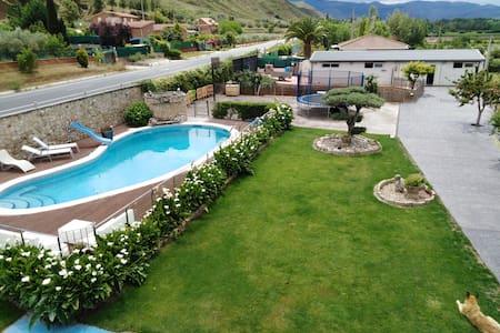 Casa independiente con piscina privada