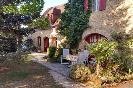 Charming farmhouse near Sarlat with private pool