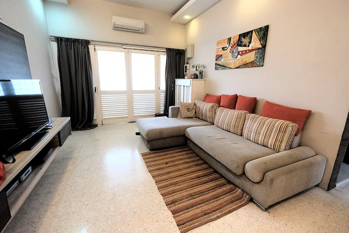 Cosy & relaxing home opposite LRT Station @ PJ SS2