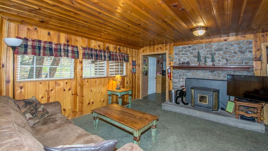"""Whispering Pine Cabins """"Cabin Fever"""" - Cozy Cabin with Whirlpool - Fireplace"""