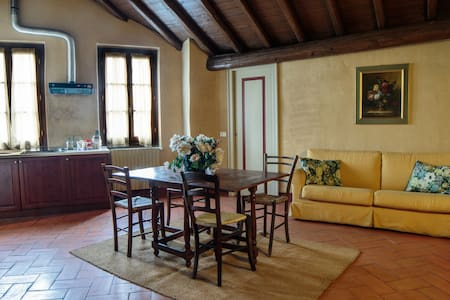 By Train to the Floating Piers. B - Cazzago San Martino - Apartment