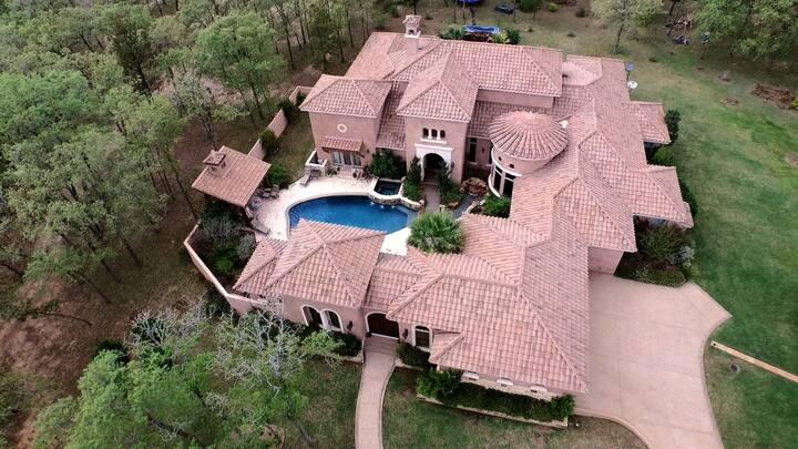 1-of-a-Kind Texas Ranch Retreat w Courtyard Pool