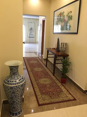 Private Garden Luxury Villa Cozy Guest Room - Dubai - Hus