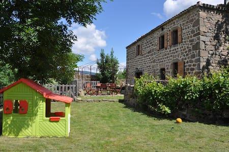 Maison ancienne avec piscine en Ardèche verte - Vocance - Rumah
