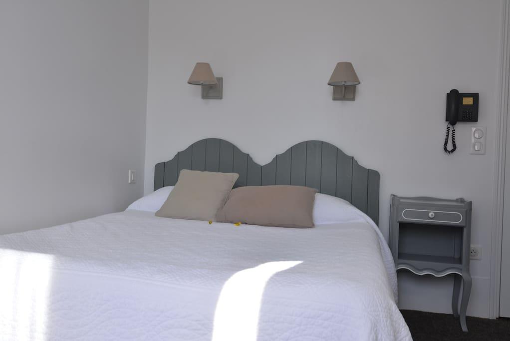 chambre dans un h tel familial h tels louer paris. Black Bedroom Furniture Sets. Home Design Ideas