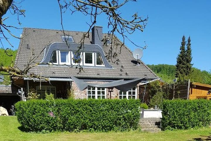 Country Home with 9 bedrooms and beautiful garden