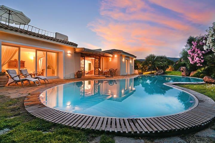 Villa Flor con piscina, 400mt dal beach club