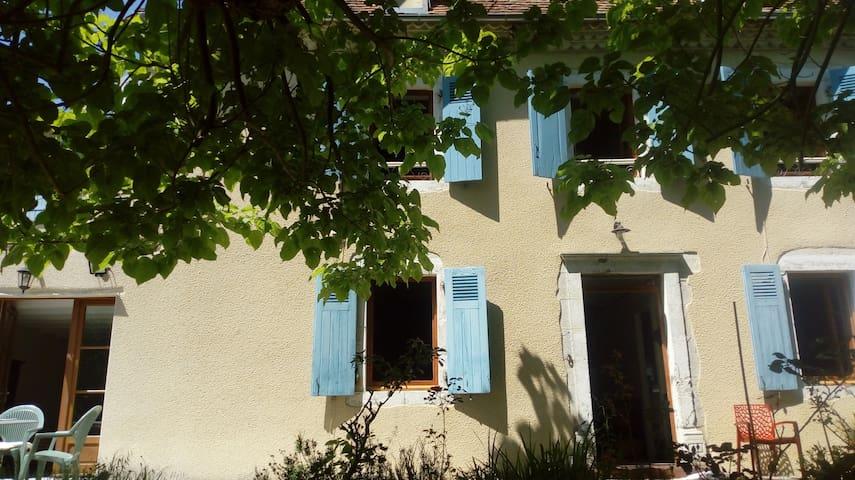 Ozenx-Montestrucq : maison à l'écart et avec vue