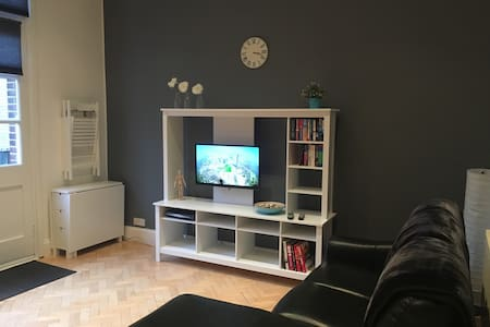 Lovely spacious quiet 1 bed apartment. - Bristol - Apartmen