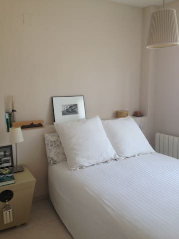 Bonita y tranquila habitación en urbanización lujo - Rocafort - Casa