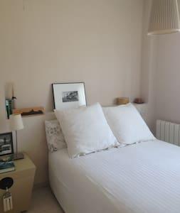 Bonita y tranquila habitación en urbanización lujo - Rocafort - Hus