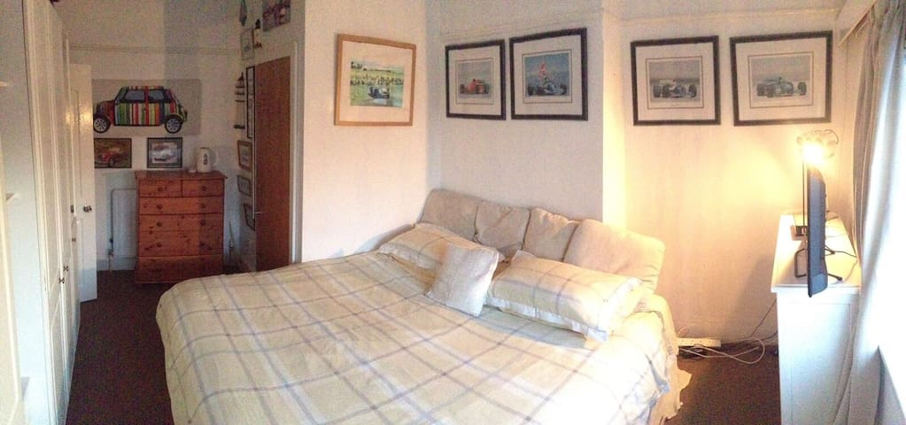 2 Rothwells B&B Double Room 2 ensuite (1-2 Guests)