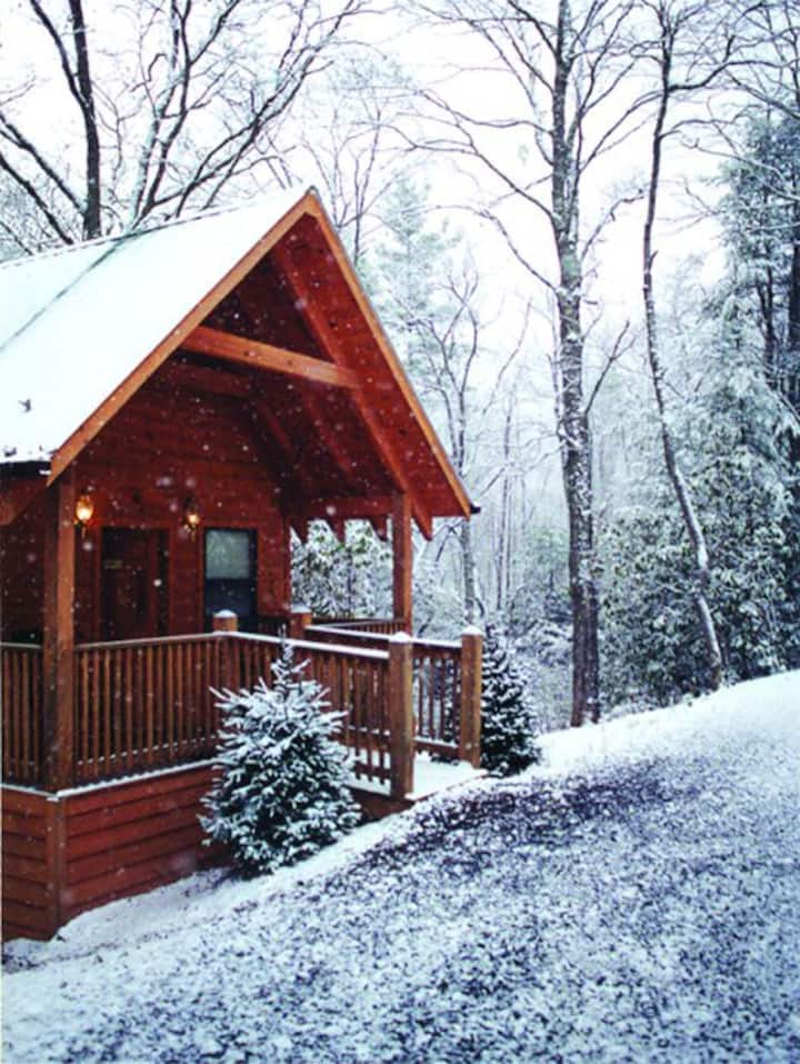 Bear Hug Cabin for Two - Mountain Stream