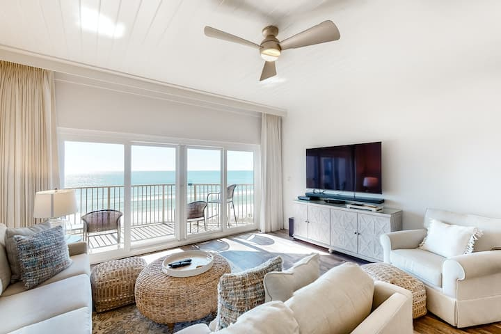 Bright, welcoming waterfront home w/ stunning beach views & shared pool/ hot tub