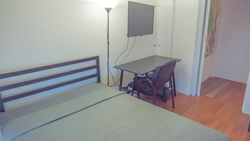 Economic Room in Westwood/ UCLA with Parking + AC