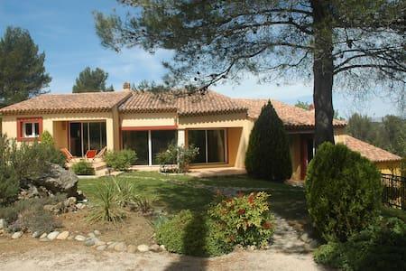 Villa piscine entre Aix en Provence et Marseille - Peypin