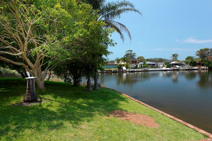 """Lake House on Elouera"""