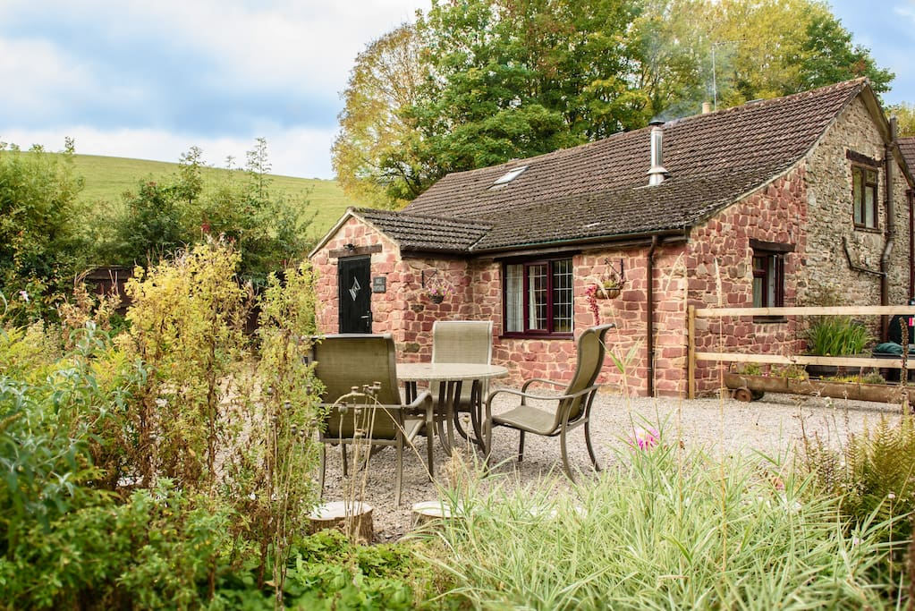 Beautiful 2 bedroom cottage rated 4* Gold by Visit Britain.