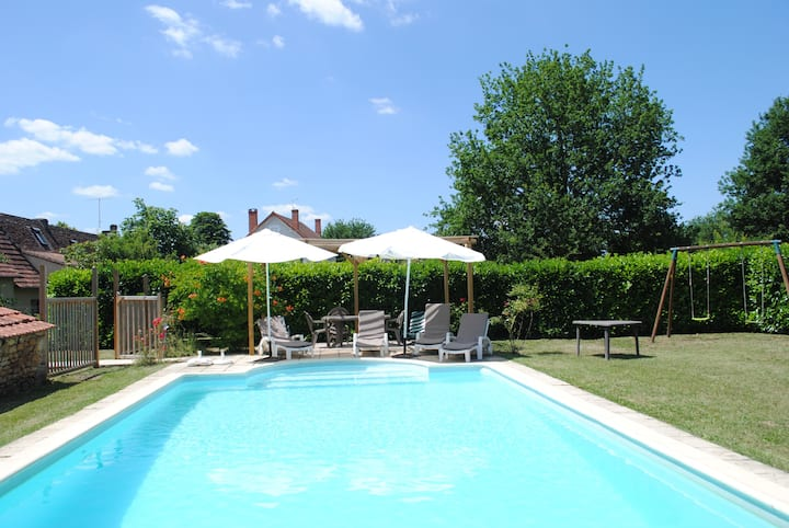 Live like a local at The French Country Cottage - Les Chouettes