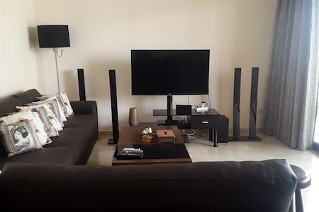 Entire flat, clean, new, modern & great location - Bayrut