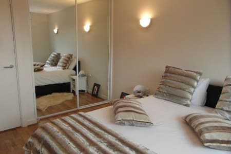 Greenwich Spacious Double Room & Private Bathroom