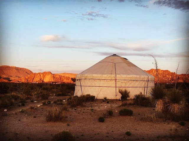 Round Room Yurt2/Escape the city  /Hueco mtn views