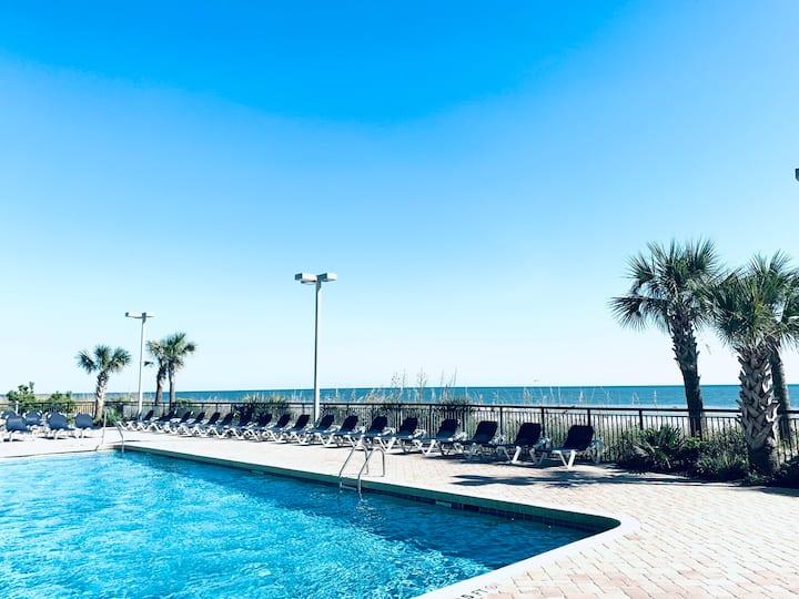 Landmark Resort great condo in the center of MB