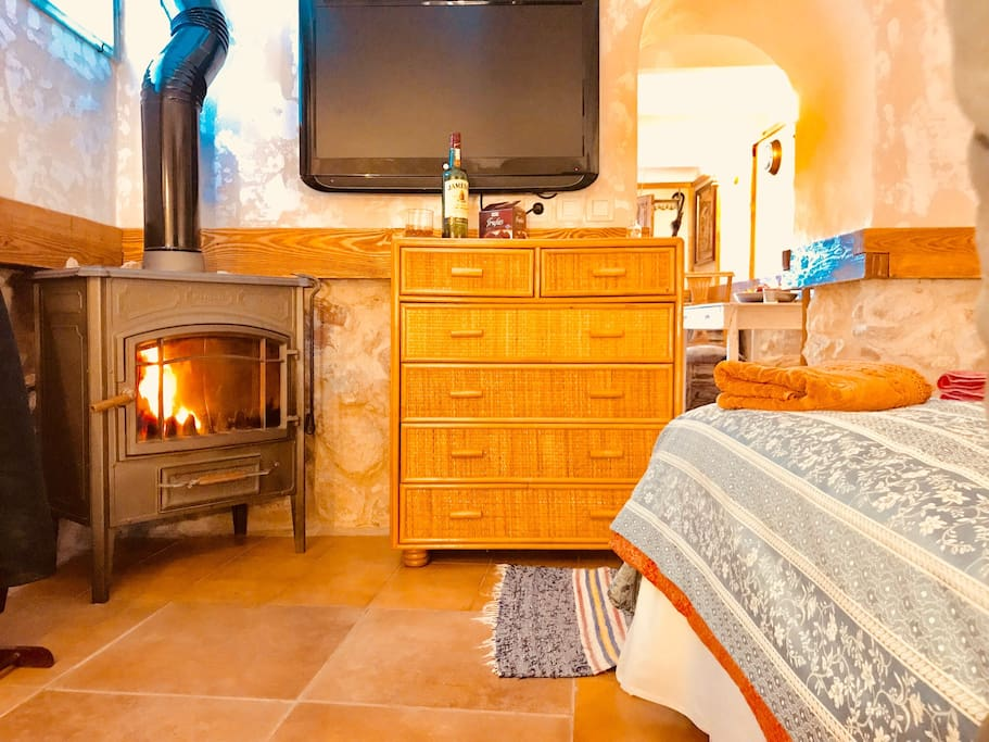 Cosy Wood Fire place Double bedroom..