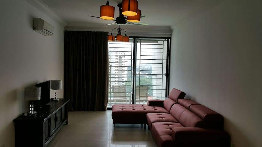 Family-friendly 2BD near Mid Valley