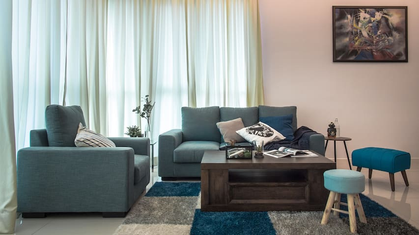 3 BR Luxurious Urban Stay @ Uptown Residences - Petaling Jaya - Condominium