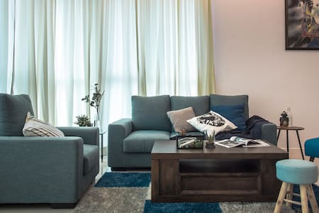 3 BR Luxurious Urban Stay @ Uptown Residences - Kondominium