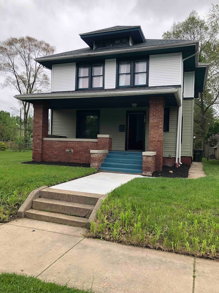 Newly remodeled 4bd/2ba home 1.5 miles from ND