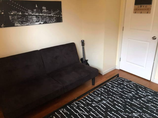 Cozy Room for 1-3 people, close to Seattle airport