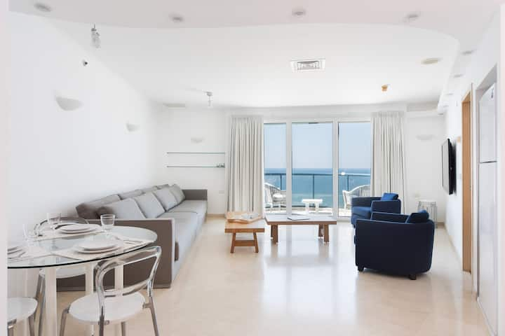 Luxurious Apartment With Panoramic Sea View - 75m