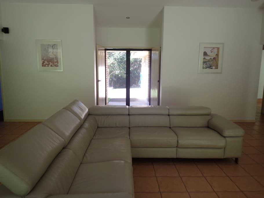 Lounge & Entrance