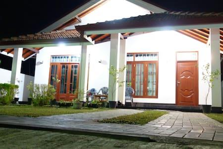 Silva's villa negombo