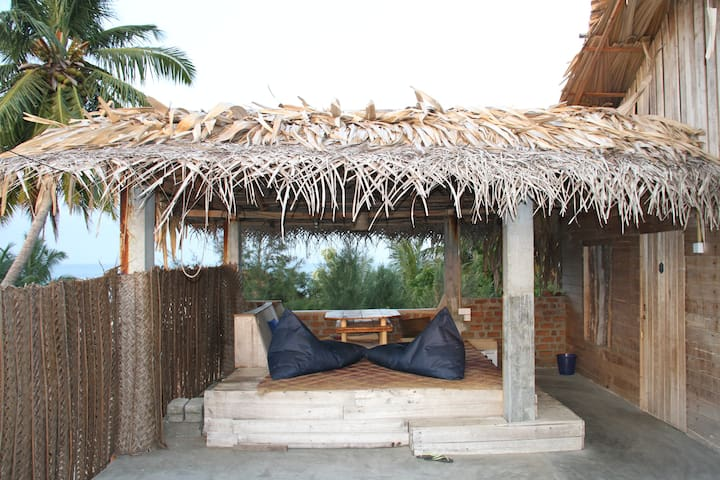 Roof-top Robinson-style apartment with huge lounge - Arugam Bay - Annat