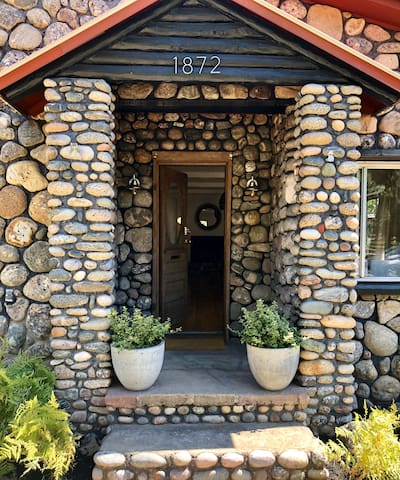 Amazing Stone Cottage on W. 3rd Downtown Durango